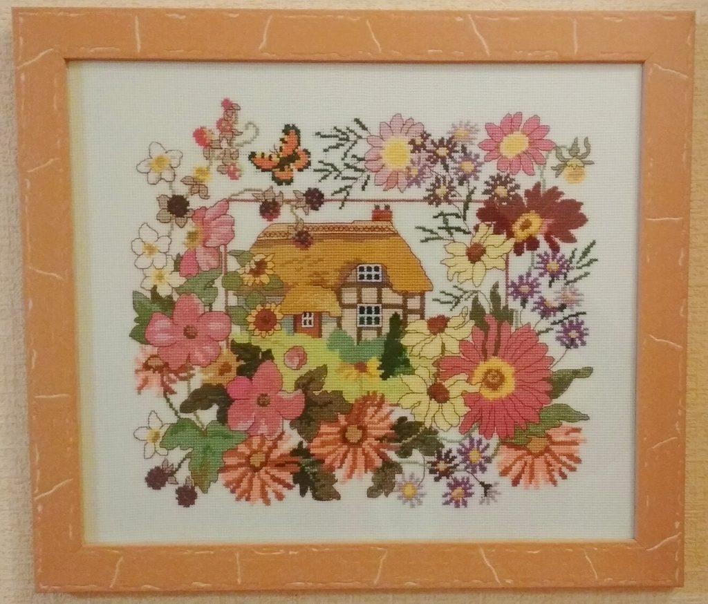 моя вышивка домик в цветах